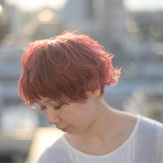 ハイライト マッシュ ストリート ベリーピンク ヘアスタイルや髪型の写真・画像