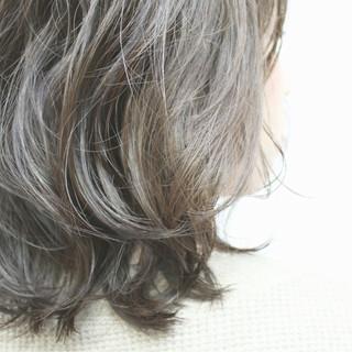 ボブ シルバー ミディアム ナチュラル ヘアスタイルや髪型の写真・画像