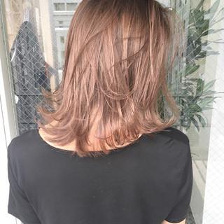 ミディアム デート 梅雨 雨の日 ヘアスタイルや髪型の写真・画像