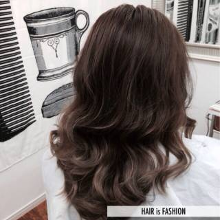 グレージュ グラデーションカラー アッシュ 外国人風カラー ヘアスタイルや髪型の写真・画像