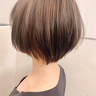 前下がりボブ ショートヘア ショートボブ ミルクティーベージュ ヘアスタイルや髪型の写真・画像