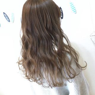 ミルクティーベージュ ハイライト ナチュラル グラデーションカラー ヘアスタイルや髪型の写真・画像