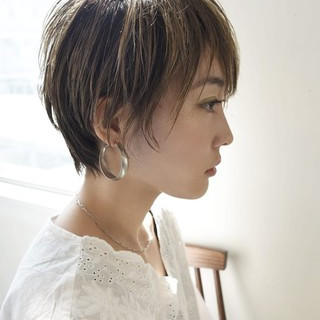 ベリーショート ショートヘア ナチュラル ハイライト ヘアスタイルや髪型の写真・画像