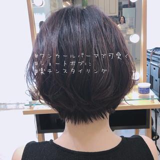 パーマ 小顔ショート デート オフィス ヘアスタイルや髪型の写真・画像