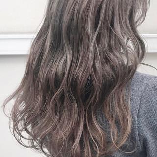 ガーリー ミルクティーベージュ ダブルカラー ロング ヘアスタイルや髪型の写真・画像