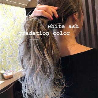 シルバー ガーリー セミロング ヘアアレンジ ヘアスタイルや髪型の写真・画像
