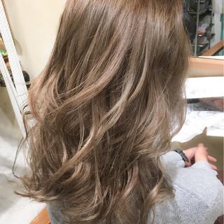 外国人風 グラデーションカラー かき上げ前髪 ロング ヘアスタイルや髪型の写真・画像
