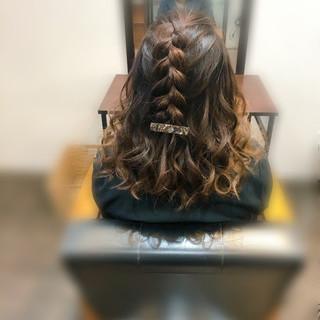 ヘアセット フェミニン 編み込みヘア 編み込み ヘアスタイルや髪型の写真・画像