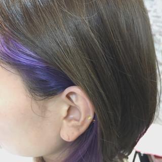 パープル インナーカラー グレージュ ストリート ヘアスタイルや髪型の写真・画像