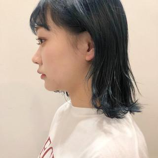 ネイビーカラー ボブ ストリート 外ハネボブ ヘアスタイルや髪型の写真・画像