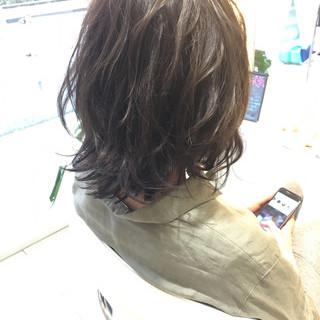 パーマ ナチュラル アッシュ ハイライト ヘアスタイルや髪型の写真・画像