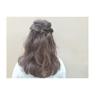 フェミニン ショート 大人かわいい 簡単ヘアアレンジ ヘアスタイルや髪型の写真・画像