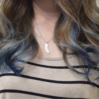 セミロング グラデーションカラー モード アッシュ ヘアスタイルや髪型の写真・画像
