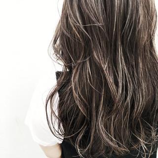 オフィス 外国人風 ロング ウェーブ ヘアスタイルや髪型の写真・画像