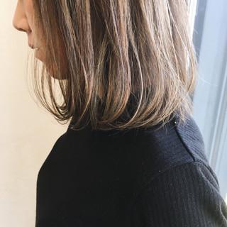 外国人風 ミディアム アッシュベージュ ハイライト ヘアスタイルや髪型の写真・画像