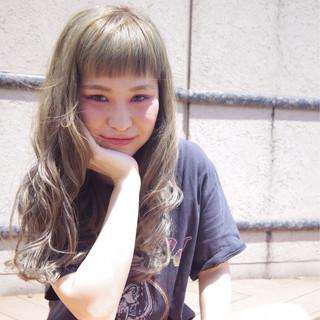 ウェーブ リラックス アンニュイ アッシュ ヘアスタイルや髪型の写真・画像