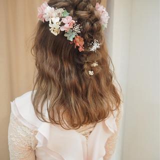 ハーフアップ フェミニン 外国人風 結婚式 ヘアスタイルや髪型の写真・画像