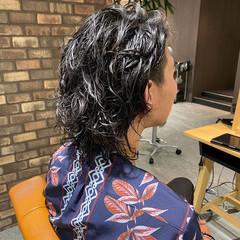 ツーブロック メンズパーマ ナチュラル ミディアム ヘアスタイルや髪型の写真・画像