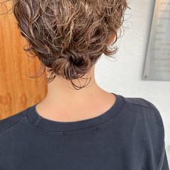 ショート 無造作パーマ ナチュラル 簡単ヘアアレンジ ヘアスタイルや髪型の写真・画像