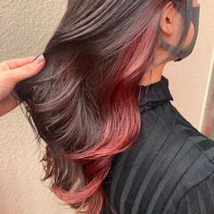 セミロング ピンク ウェーブ インナーカラー ヘアスタイルや髪型の写真・画像