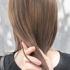 セミロング ヌーディベージュ ミルクティーベージュ ナチュラルベージュ ヘアスタイルや髪型の写真・画像