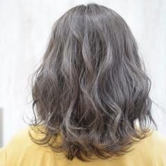 シルバーグレイ アッシュグレージュ グレージュ グレー ヘアスタイルや髪型の写真・画像