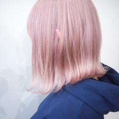 ホワイトカラー ハイトーンカラー ピンクアッシュ ピンク ヘアスタイルや髪型の写真・画像