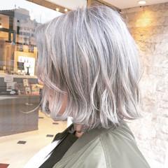 ホワイトアッシュ 色気 大人女子 アッシュ ヘアスタイルや髪型の写真・画像