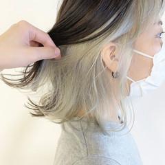インナーカラーシルバー インナーカラーグレージュ 切りっぱなしボブ ナチュラル ヘアスタイルや髪型の写真・画像