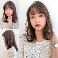 鎖骨ミディアム 透明感カラー レイヤーカット 小顔ヘア ヘアスタイルや髪型の写真・画像