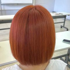 ストリート アプリコットオレンジ オレンジカラー ハイトーンボブ ヘアスタイルや髪型の写真・画像