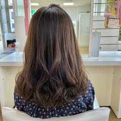 透明感カラー 大人かわいい コテ巻き ミルクティーベージュ ヘアスタイルや髪型の写真・画像