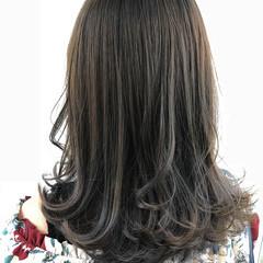アッシュグレージュ ダークグレー フェミニン セミロング ヘアスタイルや髪型の写真・画像