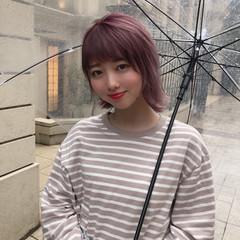 ピンク ショートボブ 切りっぱなしボブ おフェロ ヘアスタイルや髪型の写真・画像