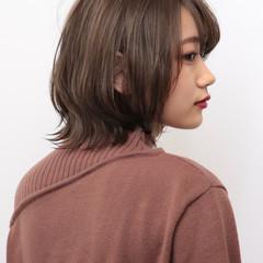 艶髪 ミディアム ナチュラル マーメイドアッシュ ヘアスタイルや髪型の写真・画像