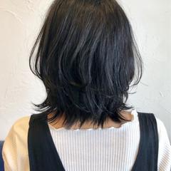 ナチュラル ミディアム 外ハネ ウルフカット ヘアスタイルや髪型の写真・画像