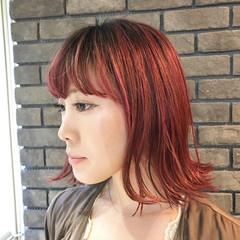 ピンク ミディアム フェミニン レッド ヘアスタイルや髪型の写真・画像