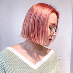ストリート ハイトーンカラー 切りっぱなしボブ ボブ ヘアスタイルや髪型の写真・画像