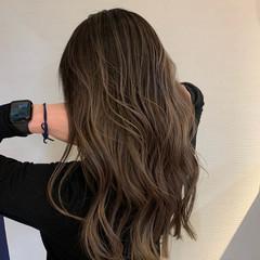 ハイトーンカラー ミルクティーベージュ エレガント バレイヤージュ ヘアスタイルや髪型の写真・画像