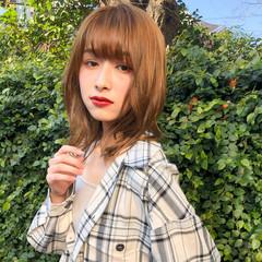 デジタルパーマ ミディアム ミディアムレイヤー ふんわり前髪 ヘアスタイルや髪型の写真・画像