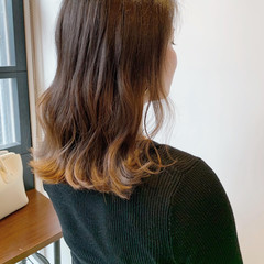 ナチュラルグラデーション ミディアム ナチュラルベージュ 外国人風フェミニン ヘアスタイルや髪型の写真・画像