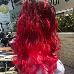 グラデーションカラー 赤髪 ハイライト ブリーチカラー ヘアスタイルや髪型の写真・画像
