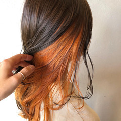 インナーカラーオレンジ アプリコットオレンジ オレンジカラー オレンジベージュ ヘアスタイルや髪型の写真・画像