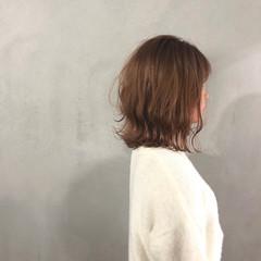 ボブ アッシュベージュ ハイトーンカラー 外ハネボブ ヘアスタイルや髪型の写真・画像
