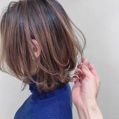 ミルクティーベージュ 大人ハイライト ナチュラル 白髪染め ヘアスタイルや髪型の写真・画像