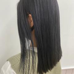 ブリーチカラー グレーアッシュ ミディアム 切りっぱなし ヘアスタイルや髪型の写真・画像