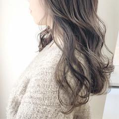 オリーブベージュ ロング グレージュ ラベンダーグレージュ ヘアスタイルや髪型の写真・画像