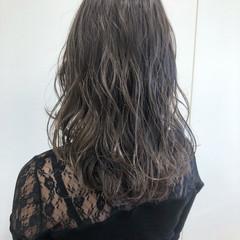 フェミニン ハイライト グレージュ セミロング ヘアスタイルや髪型の写真・画像