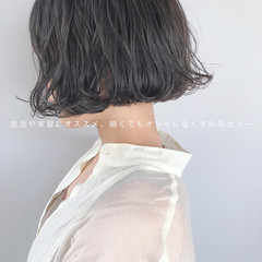 ナチュラル 黒髮 オリーブグレージュ アッシュグレージュ ヘアスタイルや髪型の写真・画像