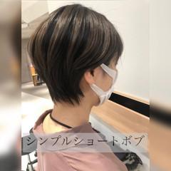 ミニボブ ショートヘア ナチュラル 切りっぱなしボブ ヘアスタイルや髪型の写真・画像